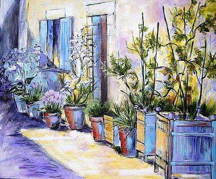 Alley and poteries in Aubeterre by Cathy MONNIER