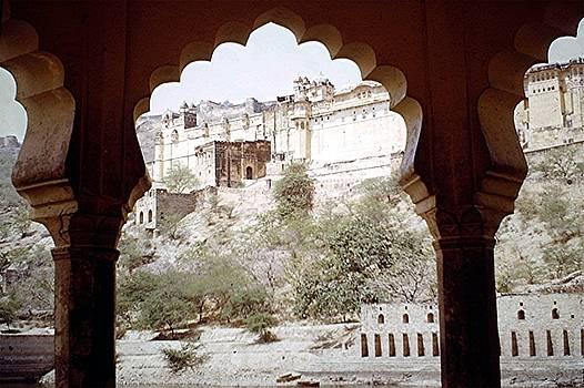 Amergarh, Rajasthan, India by Barron Holland