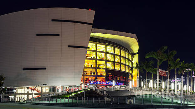 Lynn Palmer - American Arena Miami
