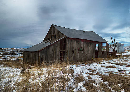 An old barn by Diane Hawkins
