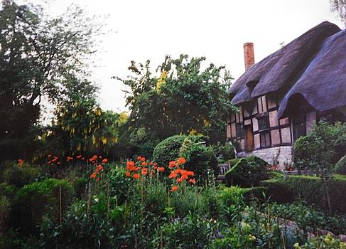 Anne Hathaway's Cottage by Muri McCage