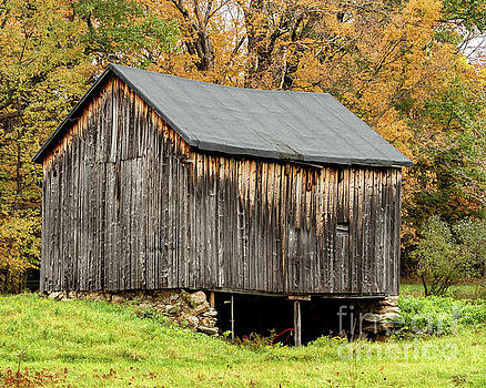 Antique Barn by Phil Spitze