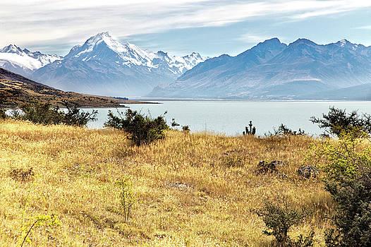 Aoraki Mount Cook National Park. by Martin Wackenhut