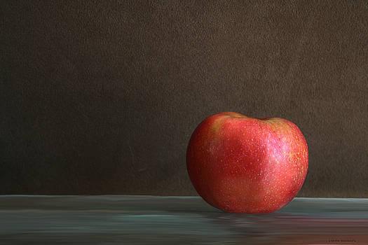 Linda Sannuti - Apple portrait