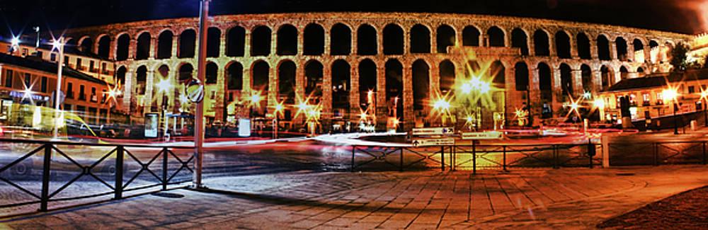 Aqueduct's night life by Manuel Benito