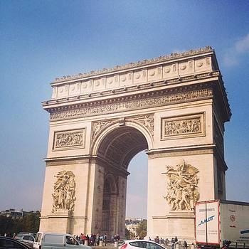 Arc De Triomphe by Shauna Hill