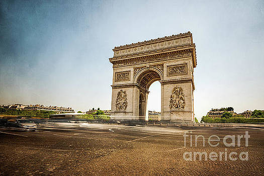Arc de Triumph by Hannes Cmarits
