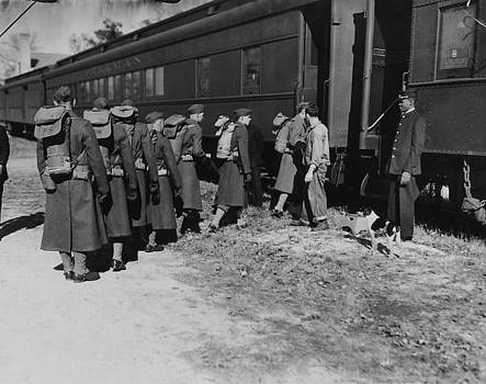 Chicago and North Western Historical Society - Army Troops Line Up to Board Train