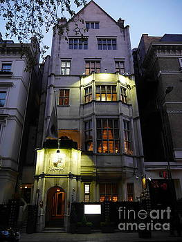 Lexa Harpell - Art Deco Building London
