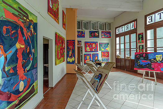Art Gallery in Havana by Viktor Birkus