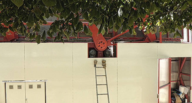 Machine maintenance, Paris 2014 by Chris Honeyman