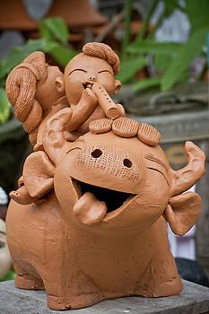 Art of pottery making.   by Thakoengphon  Sakkakit