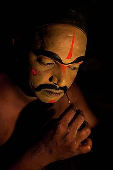 Mahesh Balasubramanian - Artist getting makeup
