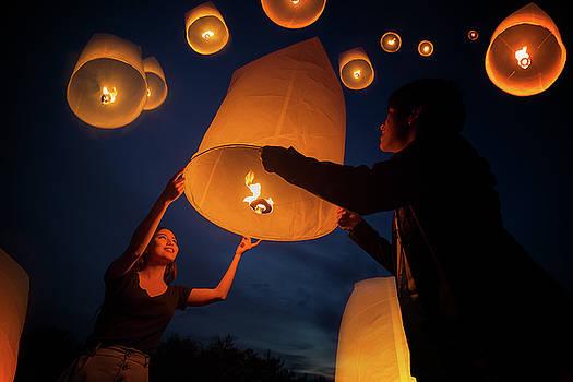 Asian sweet love enjoy yeepeng festival in Chiang mai by Anek Suwannaphoom