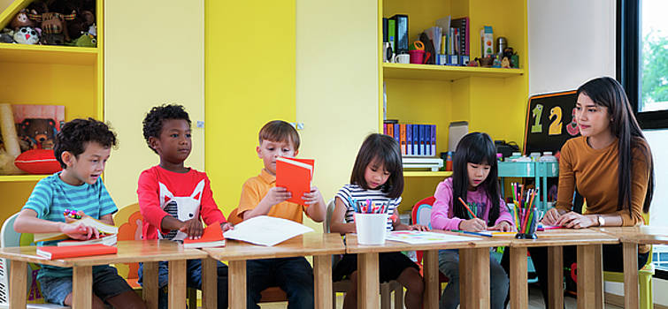 Asian teacher teach in international preschool by Anek Suwannaphoom