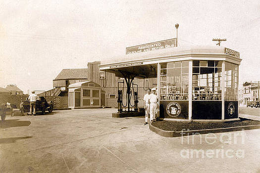 California Views Mr Pat Hathaway Archives - Associated gas station, Circa 1930