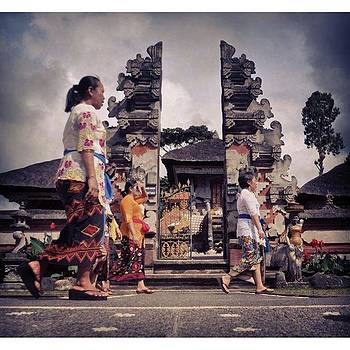 At Ulun Danu #ulundanu #temple #bali by Dani Daniar