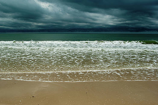 Atlantic ocean after storm by Victoria Savostianova