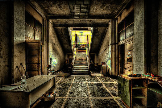 Enrico Pelos - ATRIUM AND THE STAIRCASE OF ABANDONED KINDERGARTEN - Atrio e scalone di colonia abbandonata