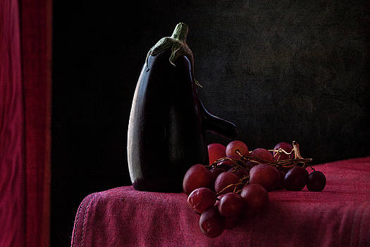 Aubergine and Grapes by Antonio Arcos