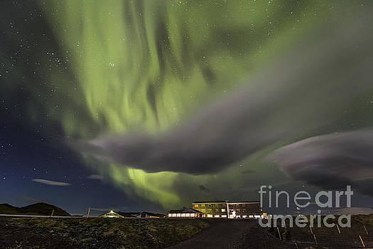 Aurora and moving cloud by Hitendra SINKAR