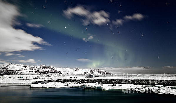 Aurora at Glacier Lagoon by Roddy Atkinson