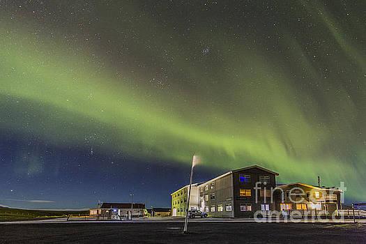 Aurora over hotel by Hitendra SINKAR