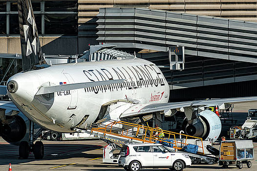 Austrian Star Alliance at preparation aircraft befthe gate of Zurich by Roberto Chiartano