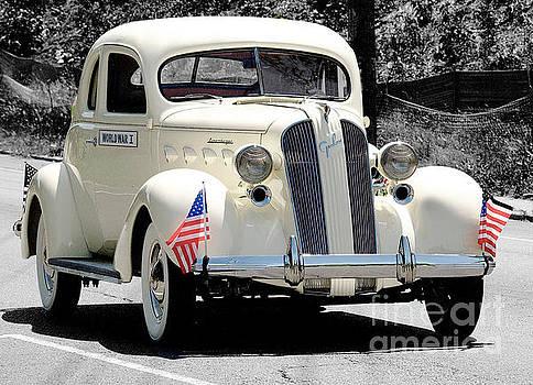 Automobile by Raymond Earley