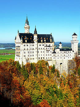 Dennis Cox WorldViews - Autumn at Neuschwanstein