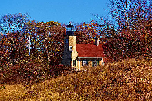 Susan Rissi Tregoning - Autumn at White River Light
