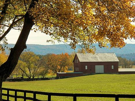 Autumn Shenandoah BArn by Joyce Kimble Smith