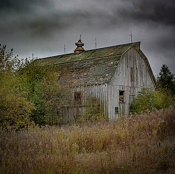 Autumn's Barn by Ray Congrove