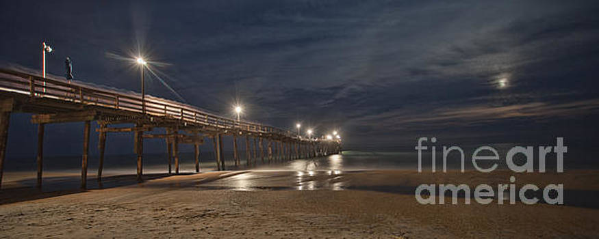 Avon Pier at night by Laurinda Bowling