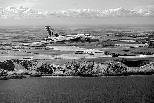 Gary Eason - Avro Vulcan over the white cliffs of Dover black and white versi