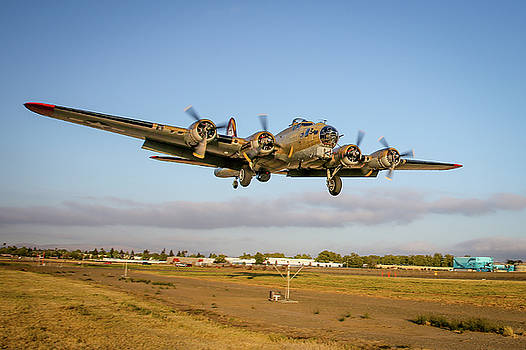 John King - B17 Short Final at Livermore