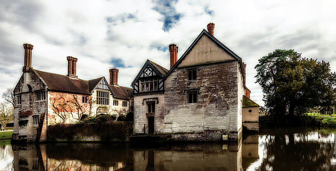 Baddesley Clinton Moat by Nick Bywater