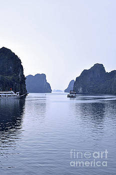 Bai Tu Long, N.Vietnam by Josephine Cohn