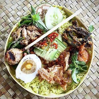 Balinese Life by Arya Swadharma