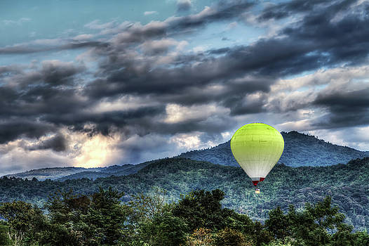 Balloon HDR by Phiseksit Inthip