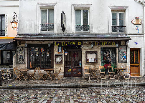 Bar in Monmartre Paris by Lynn Bolt