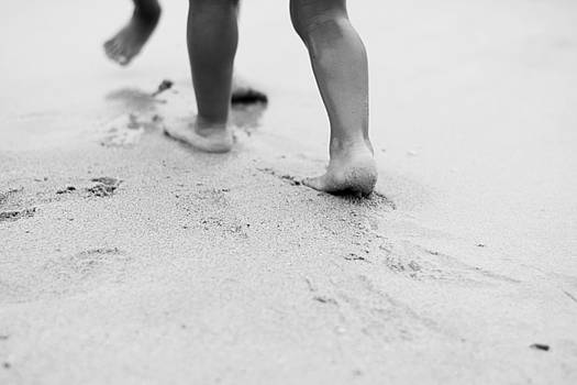 Newnow Photography By Vera Cepic - Barefoot children in the shallow sea