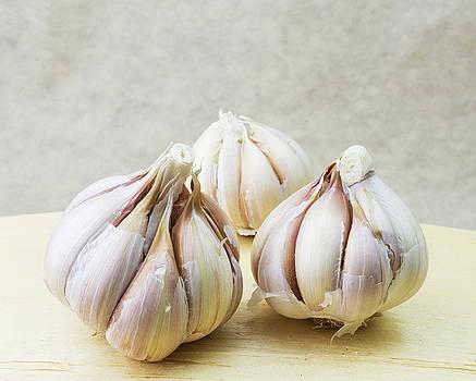 Barenaked Garlic by Pekka Liukkonen