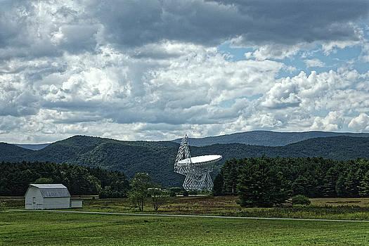 Chris Honeyman - Barn and radiotelescope, Green Bank, West Virginia 2017
