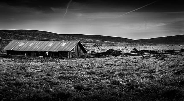 Barn by the Wayside by Bruce Bottomley