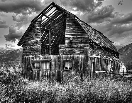 Barn in BC by Wayne Sherriff