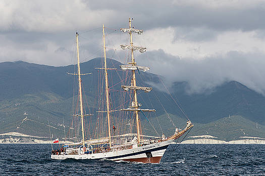 Barquentine Pogoria by Dockside Colors
