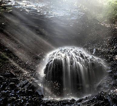 Basalt waterfall by Martin Gollery