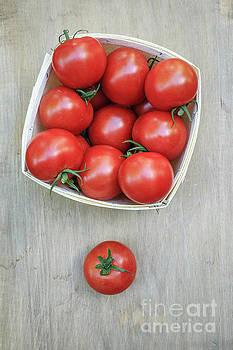 Edward Fielding - Basket of fresh red tomatoes