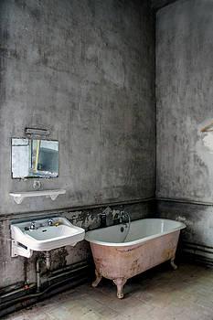 Bath Time by Elly De vries